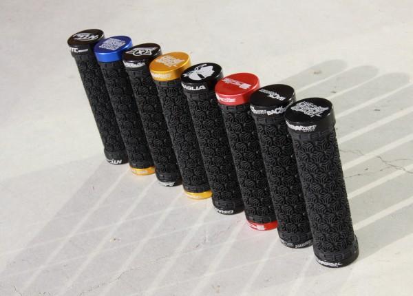 grip-poigné-lock-on-SB3-logo-personnalisé-gravage-laser-nom-magasin-deco-spéciale-club-shop-team